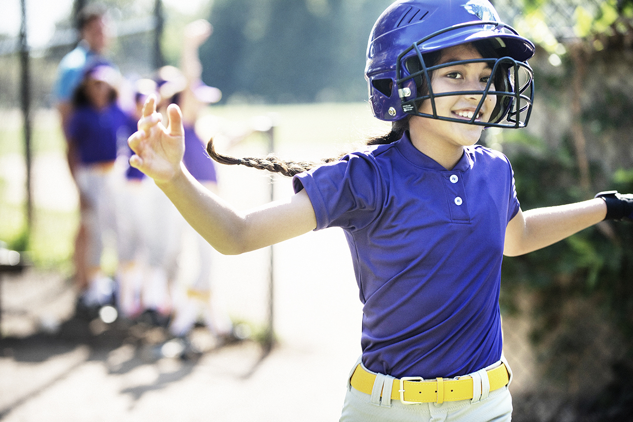 05-E-Softball_Ainslie-HighFive-2517